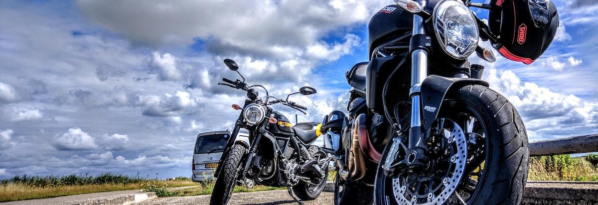 Motoren op de weg: Gehoorbescherming motorrijden
