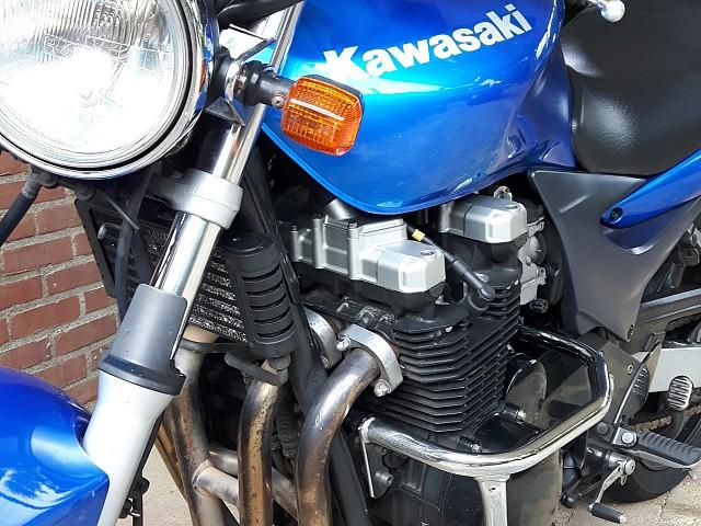2002 KAWASAKI ZR7 motor te huur (4)