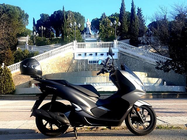 Honda PCX 125 moto en alquiler (1)