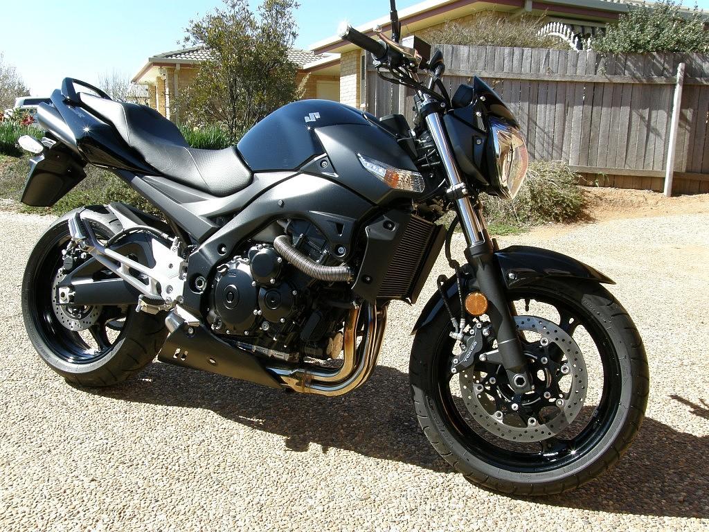 Suzuki GSR 600 moto en alquiler (1)