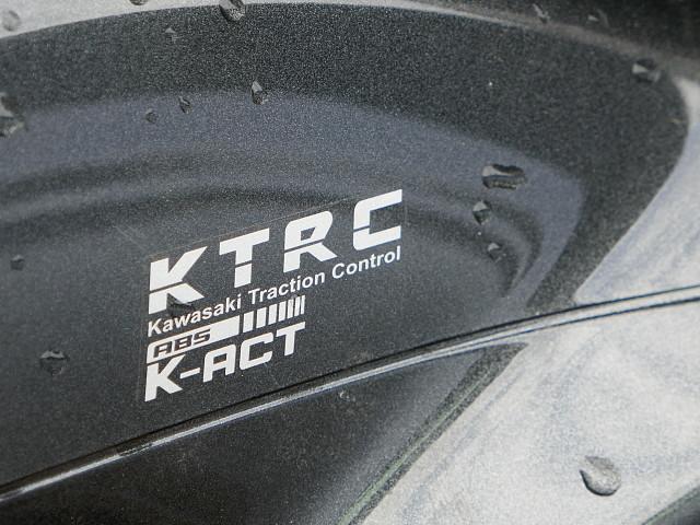 2010 KAWASAKI GTR 1400 motor te huur (3)