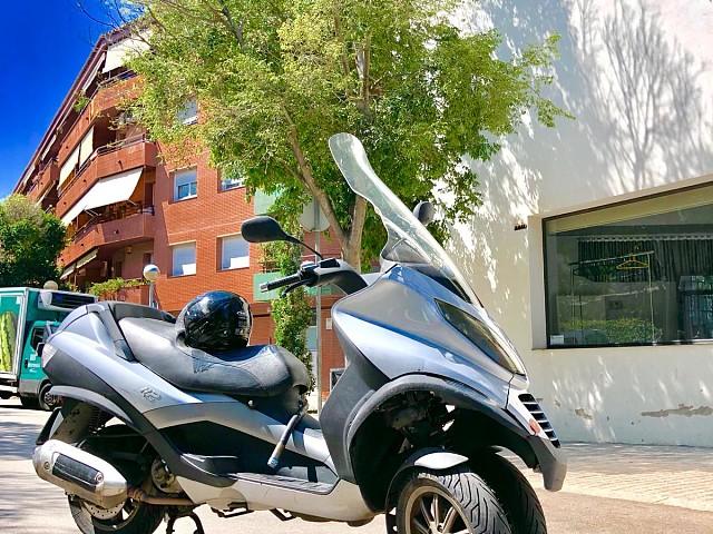 Piaggio MP3 125 moto en alquiler (3)