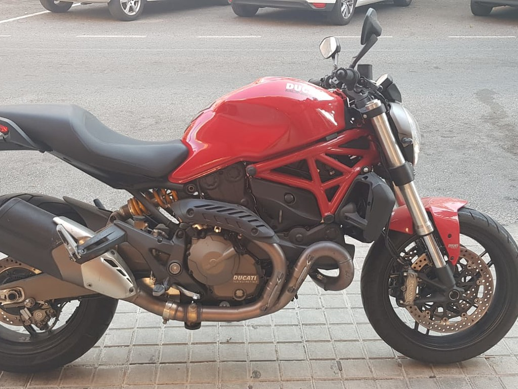 2016 DUCATI Monster 821 moto en alquiler (1)