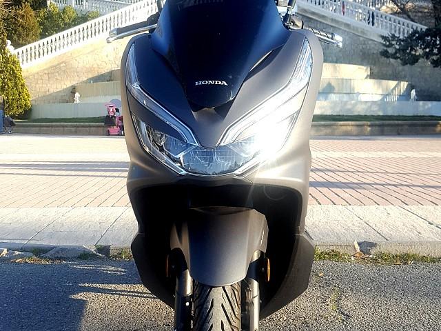 Honda PCX 125 moto en alquiler (2)