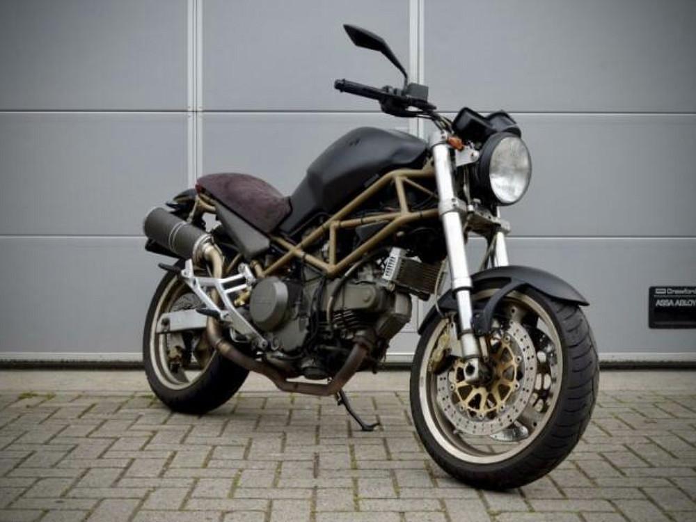 2000 Ducati Monster 750 motor te huur (1)