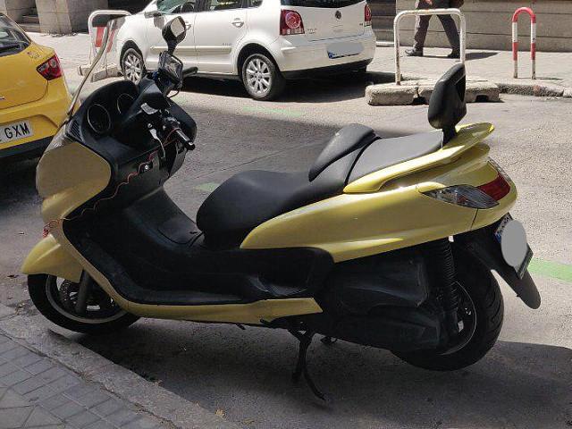 2007 YAMAHA Majesty 400 moto en alquiler (3)