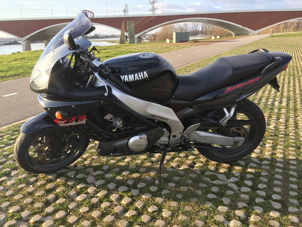 1997 YAMAHA YZF 600 Thundercat motor te huur (1)