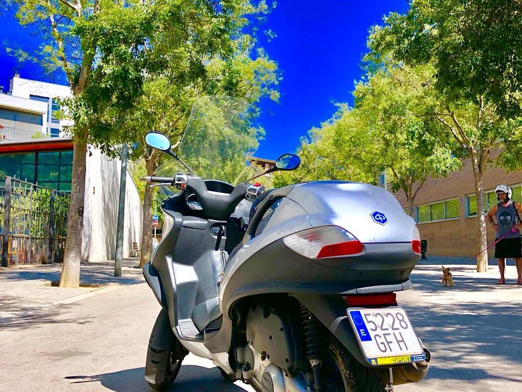 Piaggio MP3 125 moto en alquiler (1)