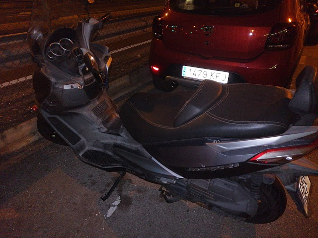 2013 SYM Joymax 125 moto en alquiler (3)