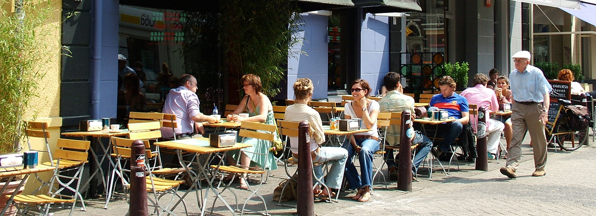 Mensen op terras: Motor terrassen in Eindhoven