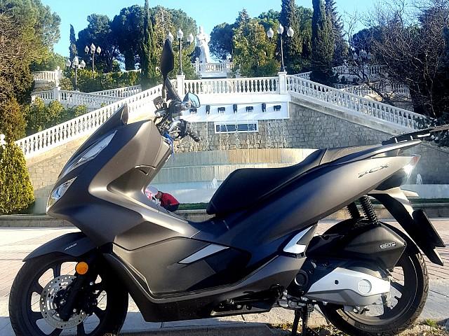 Honda PCX 125 moto en alquiler (3)