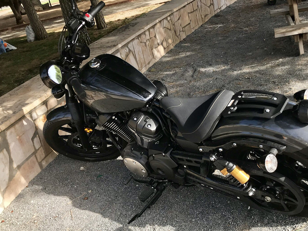 2019 YAMAHA XV 950 R Bolt moto en alquiler (1)