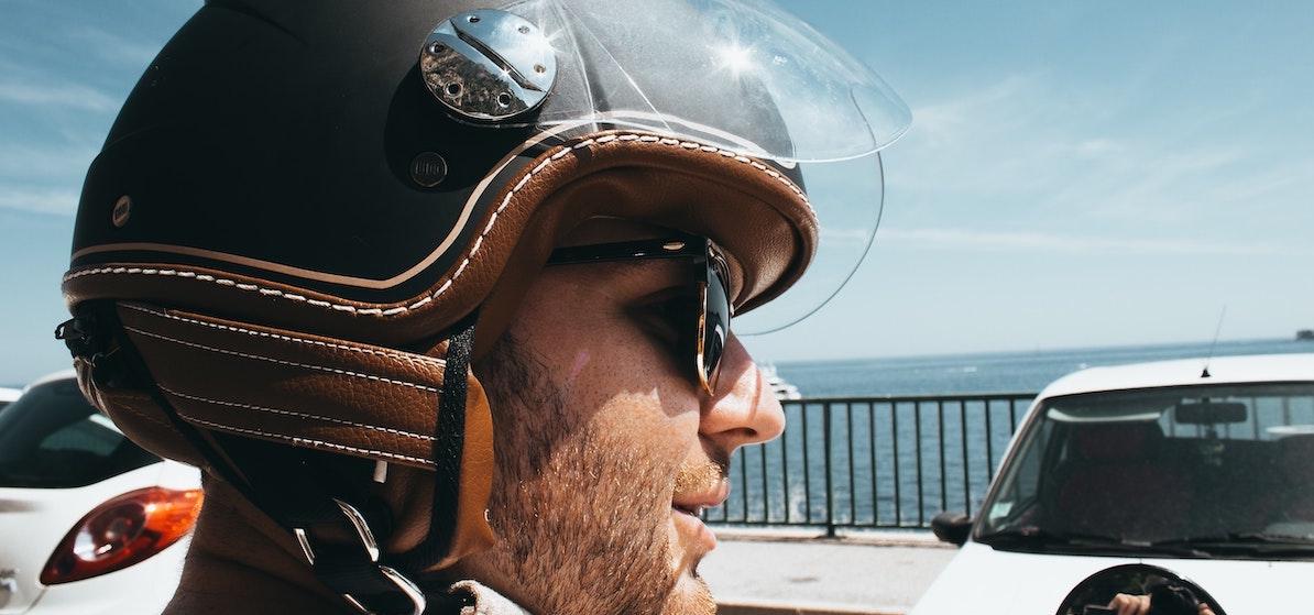 Foto: Motorrijder met helm