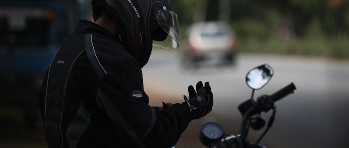 Man op motor: Tips voor een veilig motorseizoen
