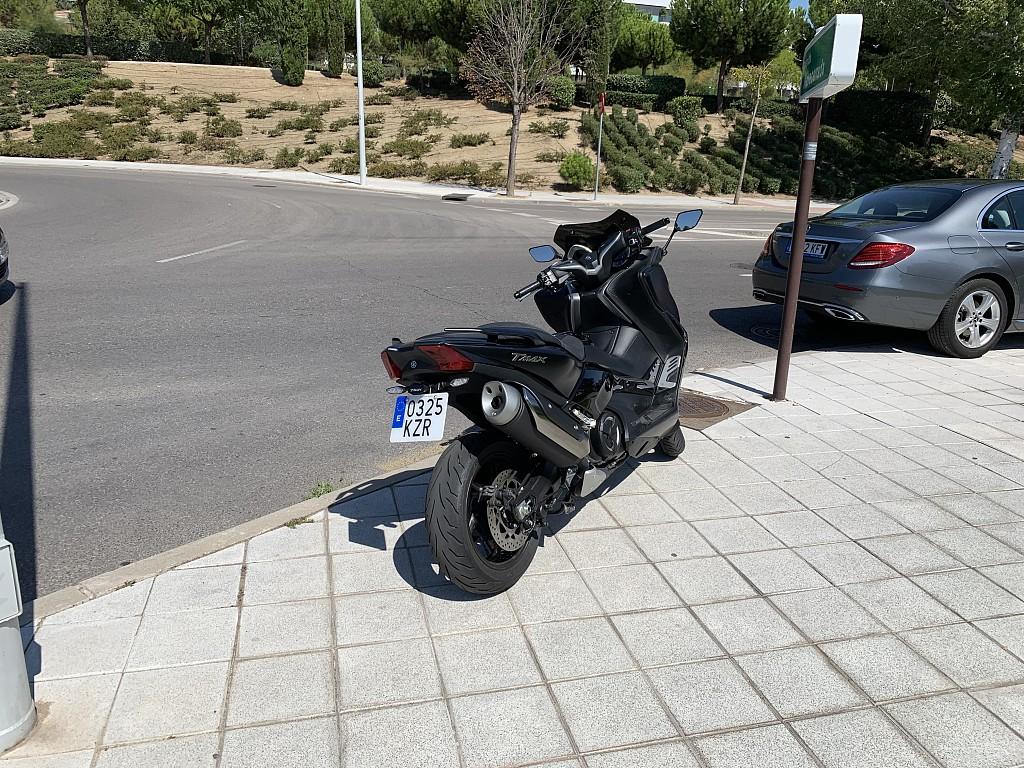 2019 YAMAHA T-Max SX moto en alquiler (1)
