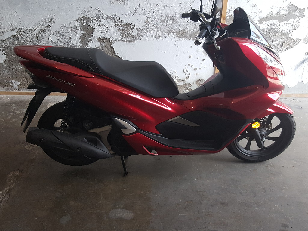2018 HONDA PCX moto en alquiler (1)