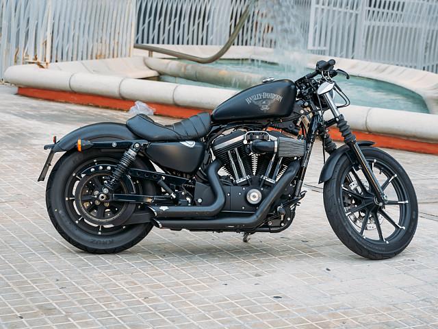 2017 HARLEY-DAVIDSON Iron 883 moto en alquiler (1)