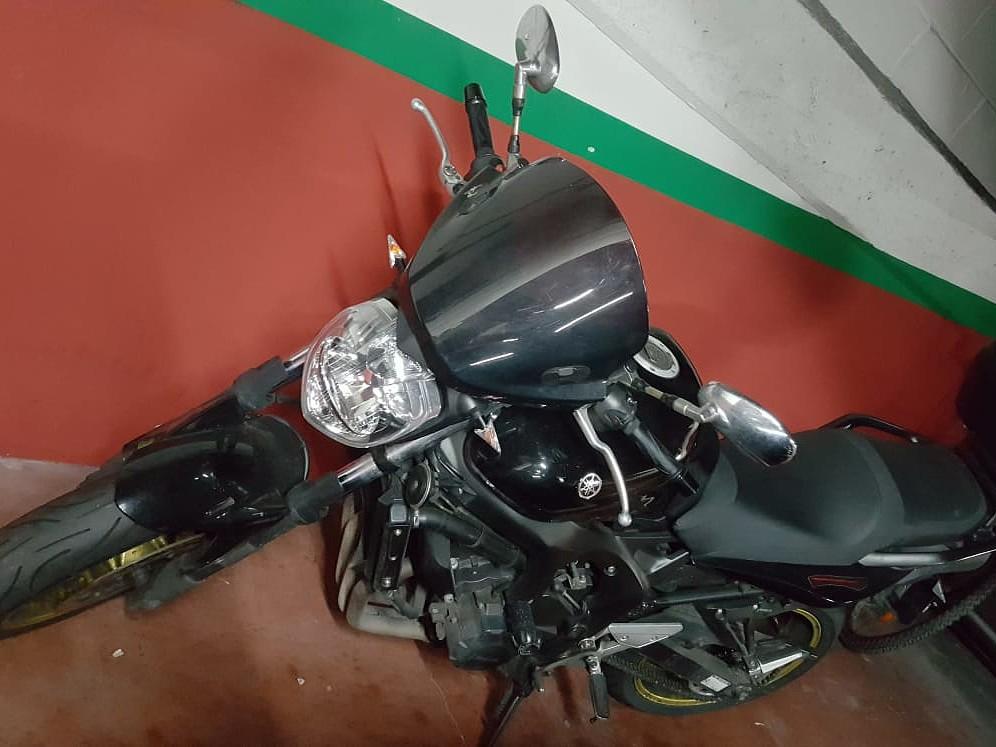 2009 YAMAHA FZ6 moto en alquiler (1)