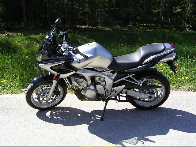 2002 YAMAHA FZS 600 motor te huur (1)