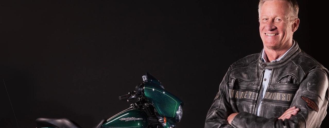 Man met Harley Davidson: Harley-Davidson Street Glide huren