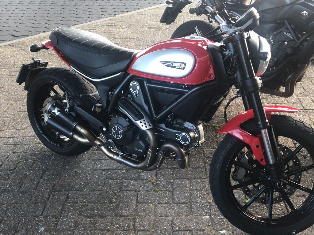 2016 Ducati Scrambler Icon motor te huur (1)