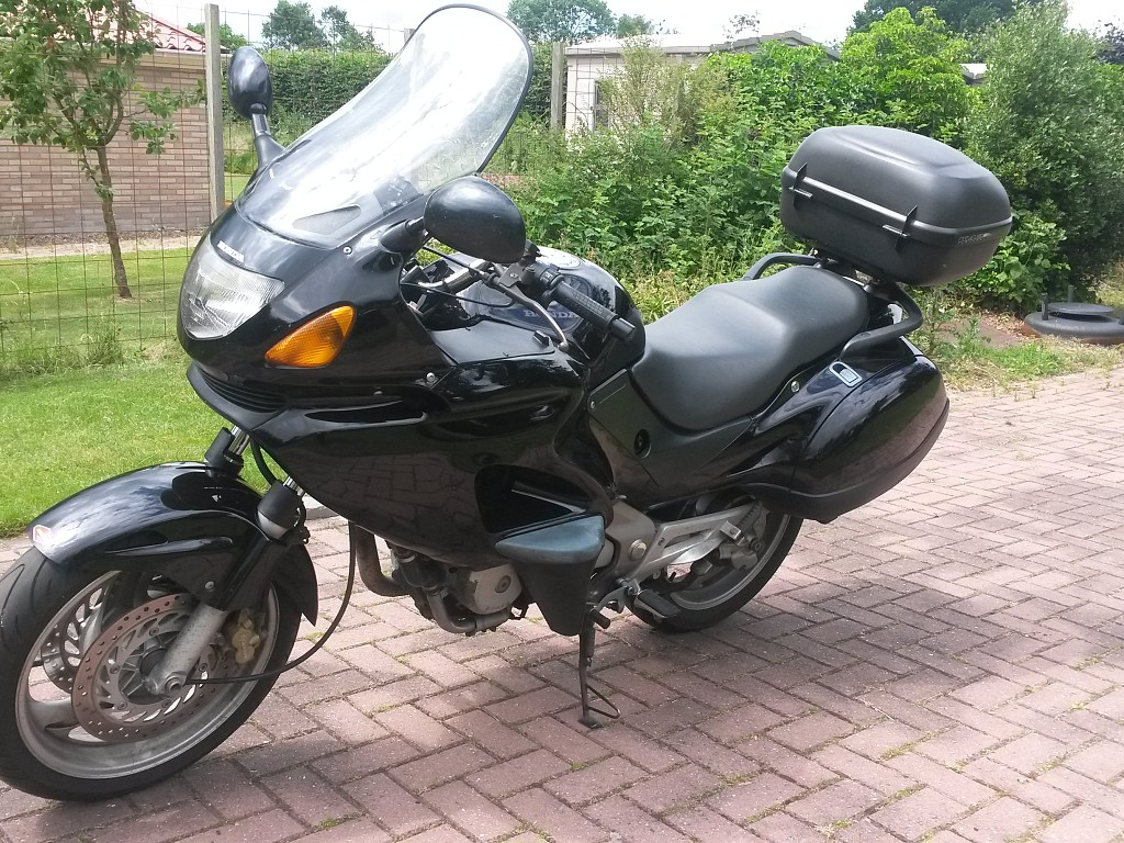 1998 HONDA Deauville motor te huur (1)