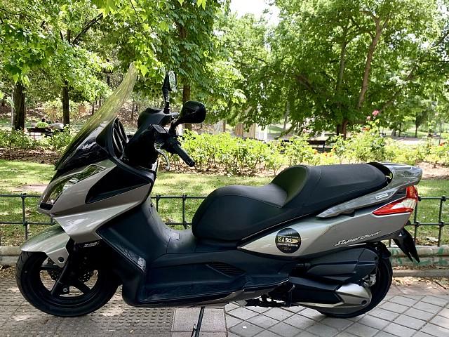 2010 KYMCO Super Dink moto en alquiler (1)