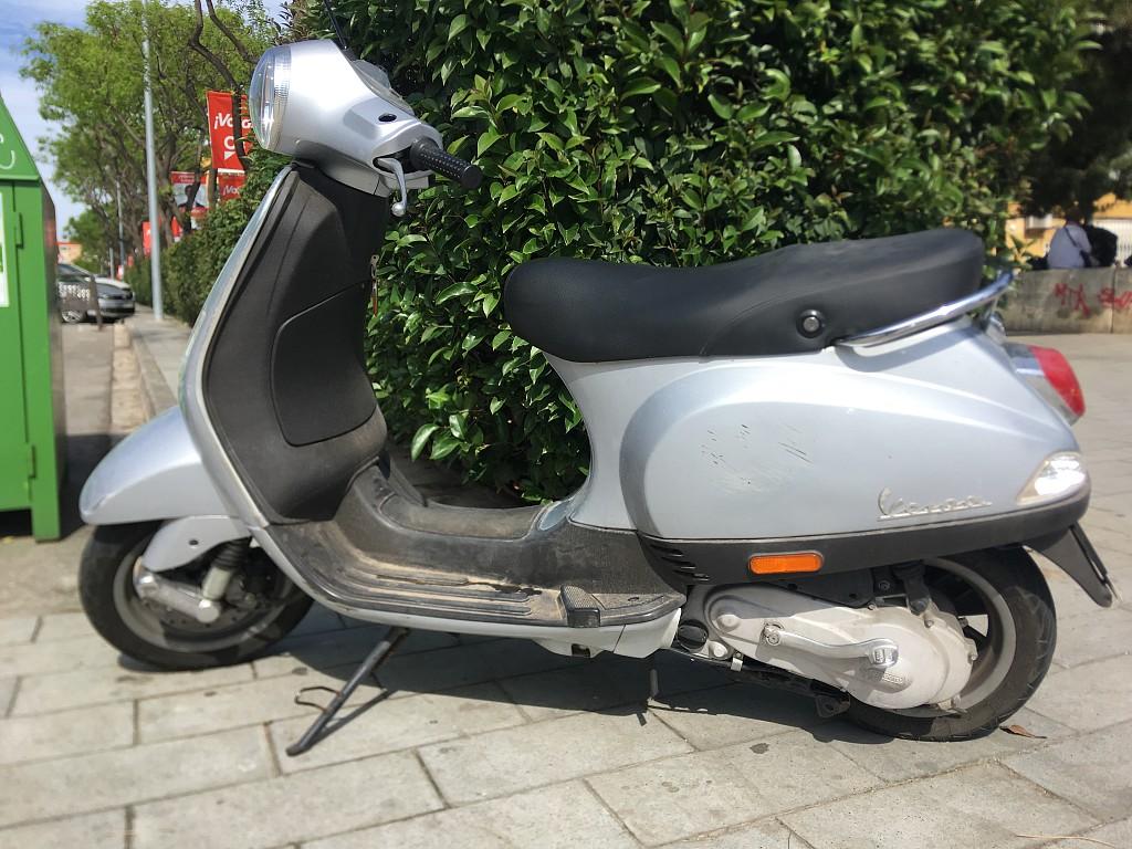 2006 PIAGGIO Vespa LX 50 moto en alquiler (1)