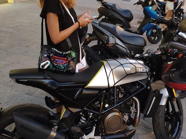 2018 Husqvarna Vitpilen moto en alquiler (3)