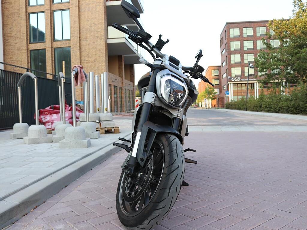 2016 Ducati X-Diavel motor te huur (1)