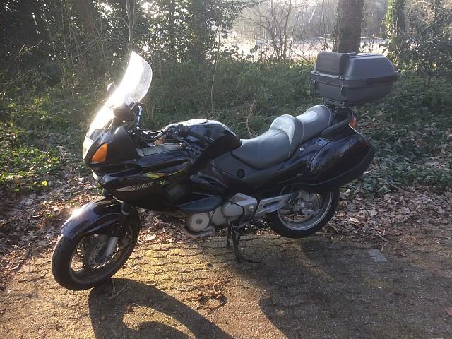 1998 HONDA Deauville moto en alquiler (1)