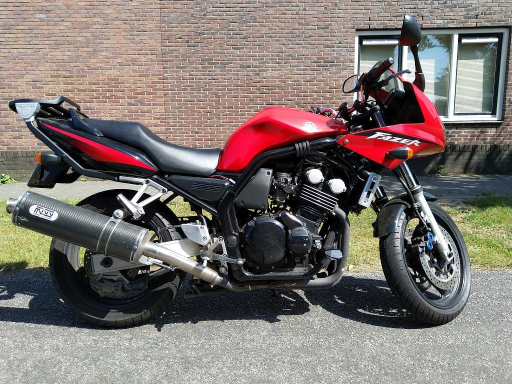 YAMAHA FZS 600 Fazer motor #1