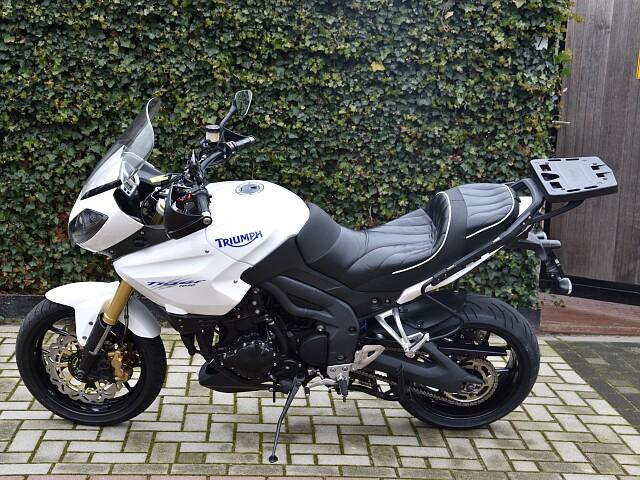 2010 TRIUMPH Tiger 1050 moto en alquiler (2)