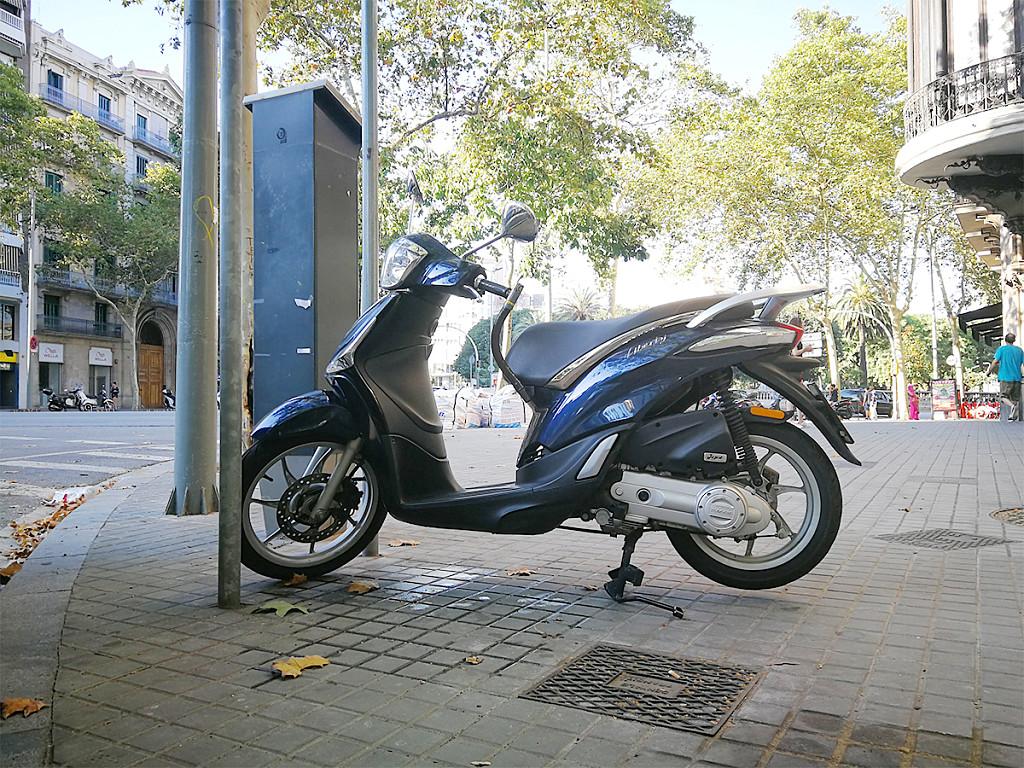2016 PIAGGIO Liberty 50 moto en alquiler (1)