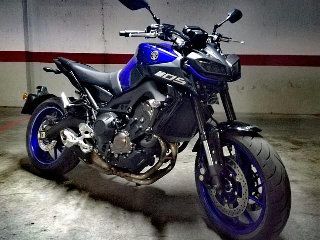 2019 YAMAHA MT-09 moto en alquiler (2)