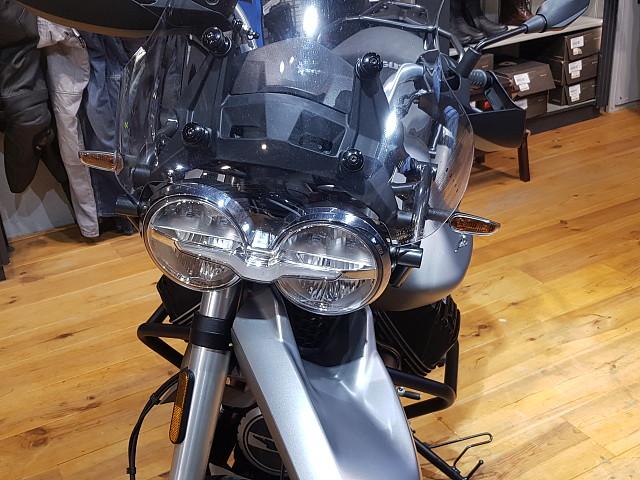 2019 MOTO GUZZI V85TT motor te huur (5)