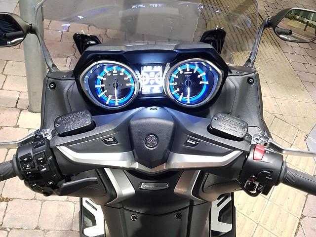 2018 YAMAHA T-Max DX moto en alquiler (2)