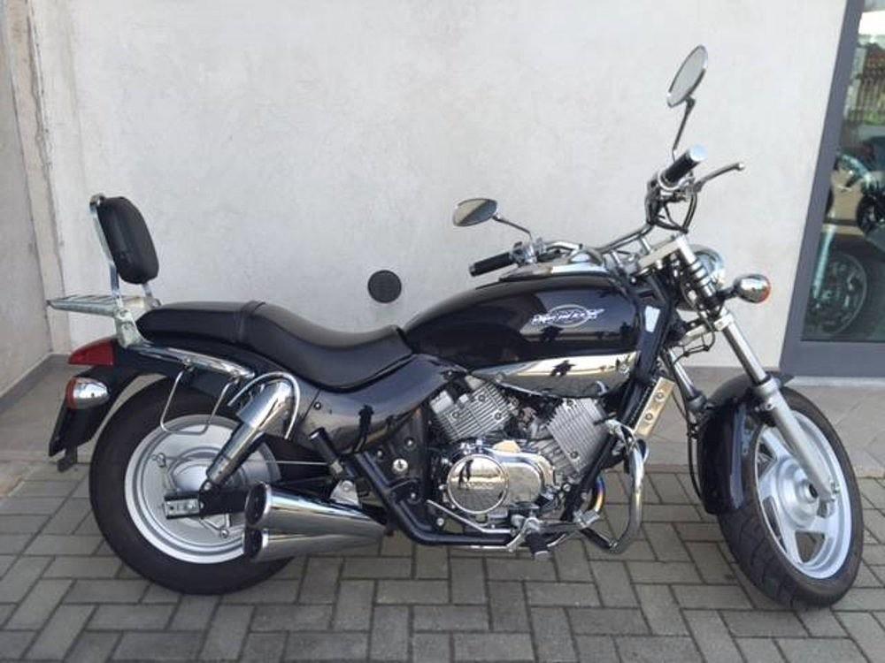 Kymco Venox moto en alquiler (1)