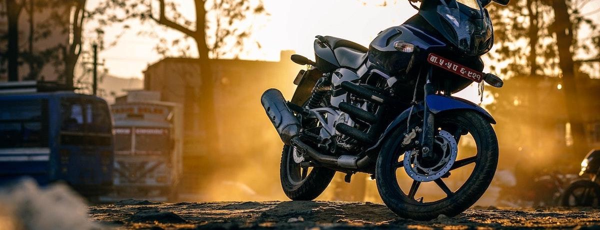Motor met blad: Motorrijden in de herfst