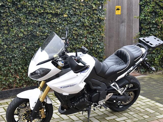 2010 TRIUMPH Tiger 1050 moto en alquiler (3)