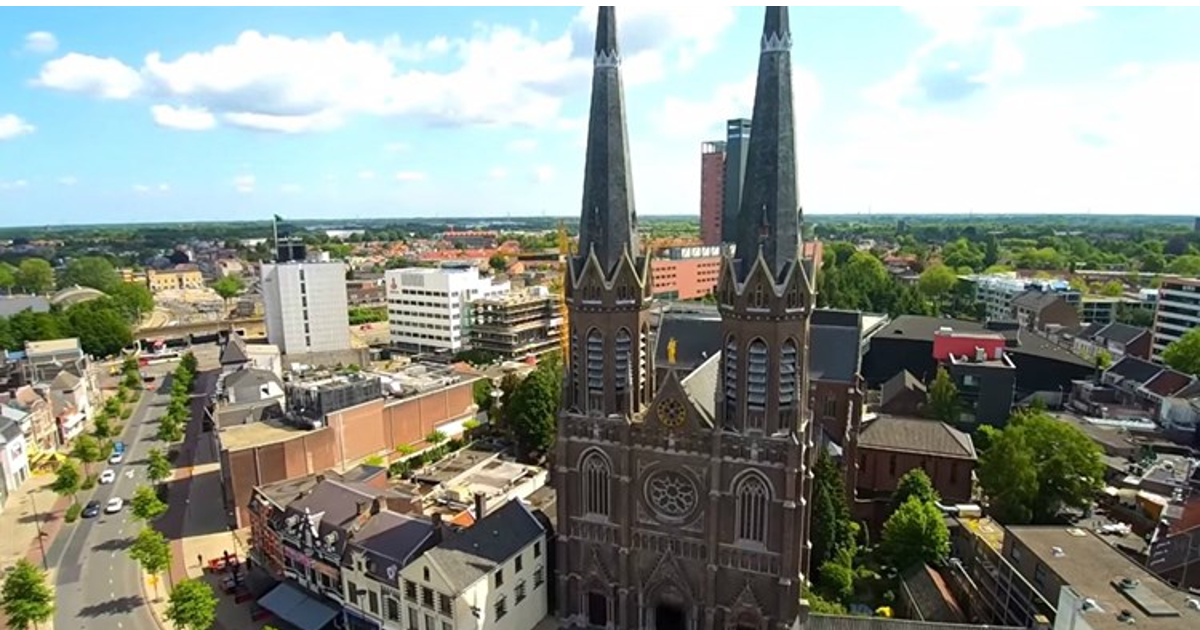 Torens in stad. Top 3 motorzaken Tilburg