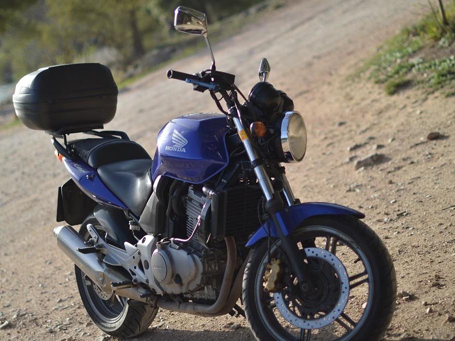 2006 Honda CB 500 F moto en alquiler (1)