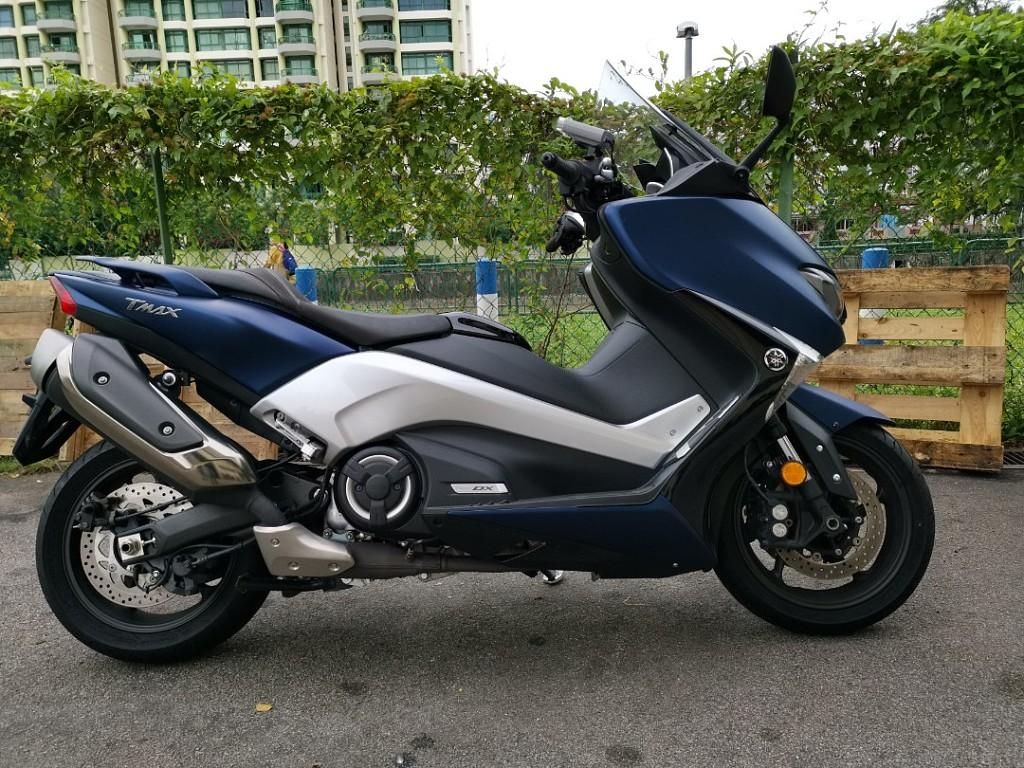Yamaha T-Max DX moto en alquiler (1)
