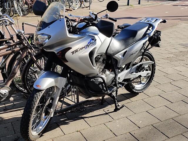 2002 Honda Transalp motor te huur (3)