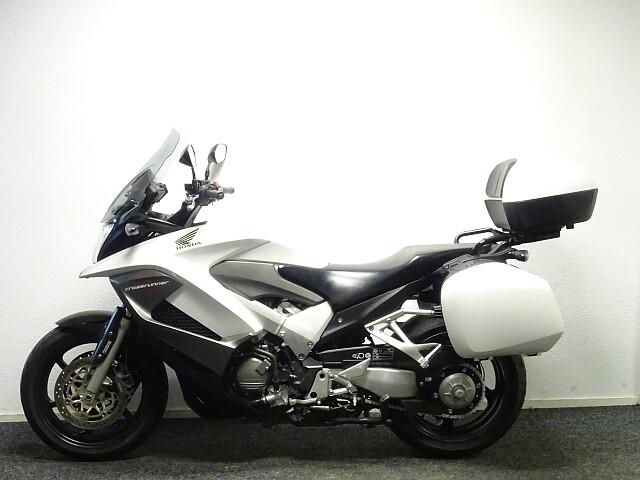 2011 Honda VFR 800 X Crossrunner motor te huur (2)
