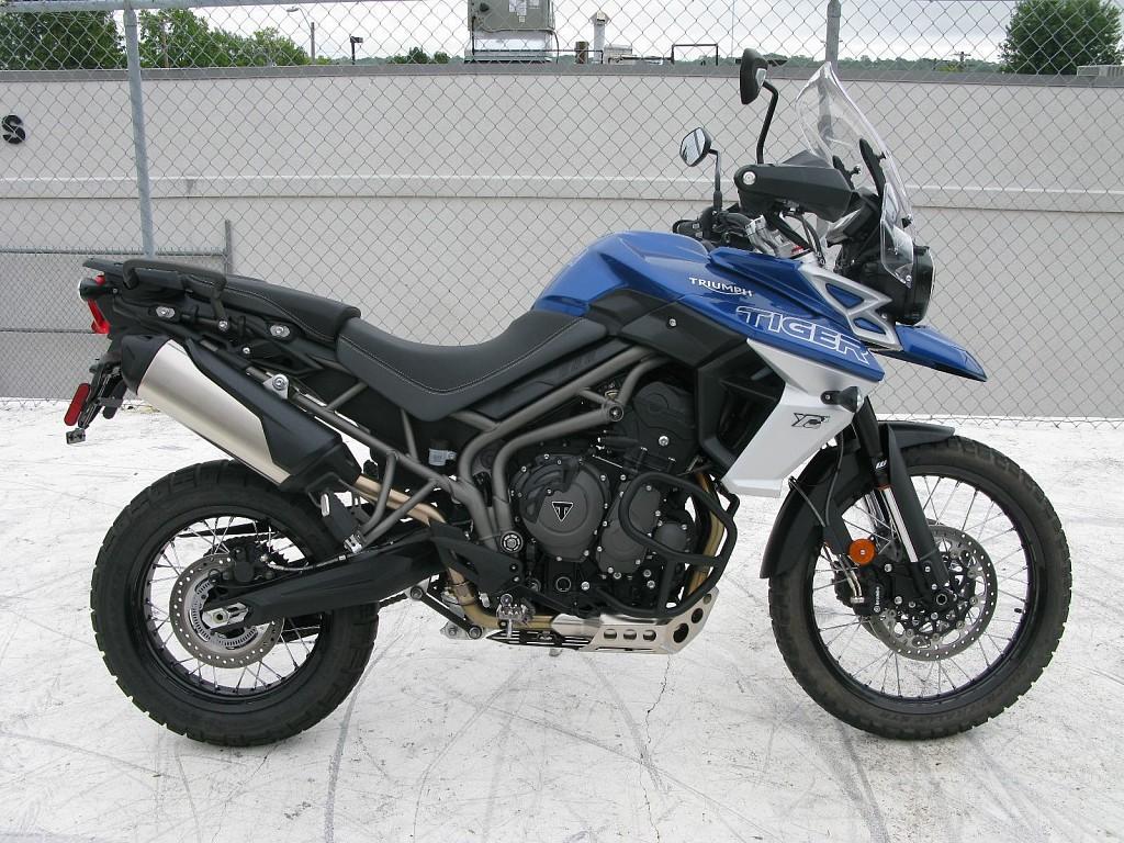 Triumph Tiger 800 XCX moto en alquiler (1)