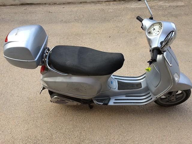 2007 PIAGGIO Vespa LX 125 moto en alquiler (2)