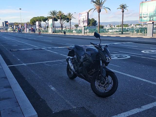 Kawasaki Z300 moto en alquiler (4)