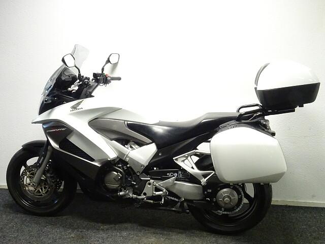 2011 Honda VFR 800 X Crossrunner motor te huur (5)