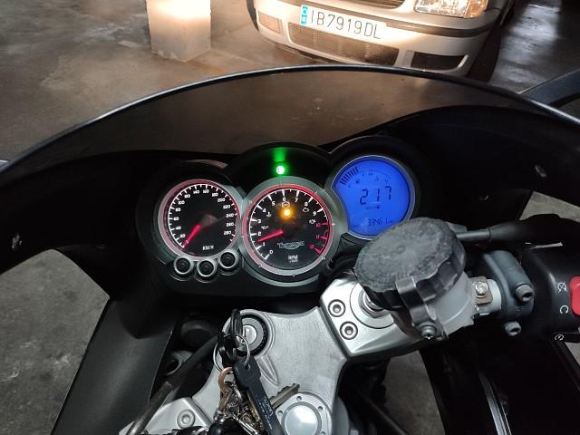 2007 TRIUMPH Speed Triple 1050 moto en alquiler (3)